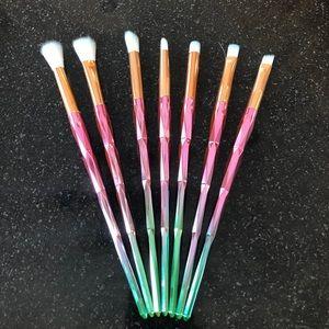 Set of 7 unicorn makeup brushes!!